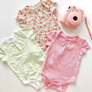 Baby Gap Bundle of 3 Onesies 0 - 3 months